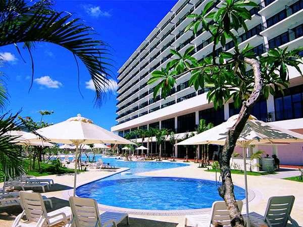 ★サザンビーチホテル&リゾート沖縄_プールサイドイメージ